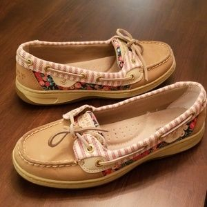 6 Sperry boat shoes